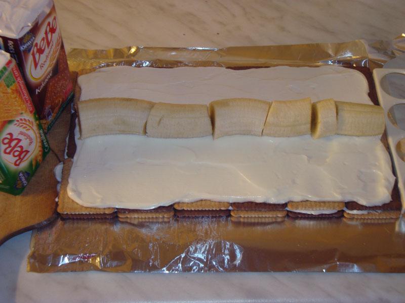 Sušenky, krém a banán